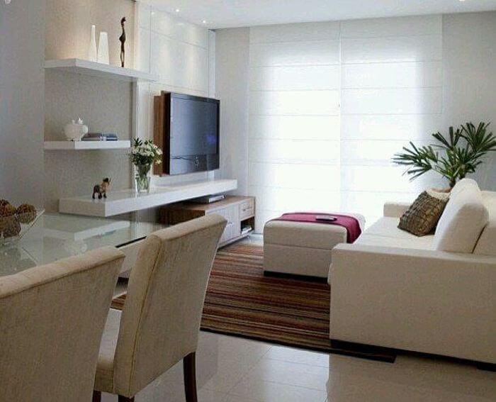 Sala de estar e sala de jantar com tapete